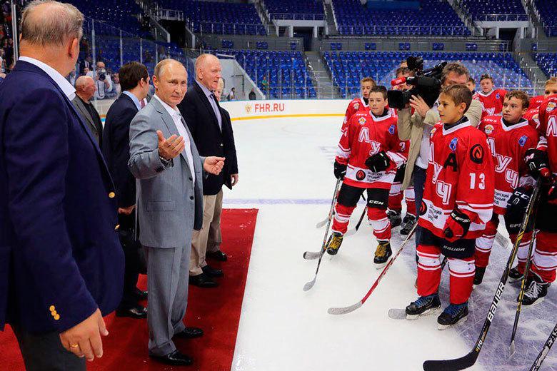 Российский тренер избил своего хоккеиста клюшкой: инцидент попал навидео