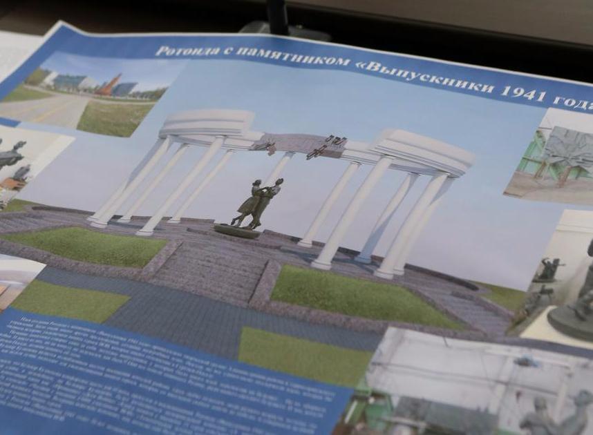 В РФ установили «эротический» монумент выпускникам 1941 года